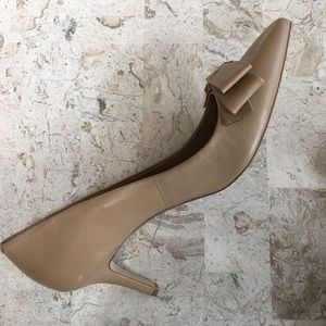 Ann Taylor Shoes - Dress Pump Tan Leather Pointed Toe Bow Slip On